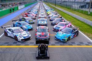 Foto di gruppo con tutte le auto e la SRO series