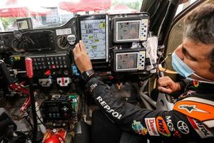 Txema Villalobos, Repsol Rally Team, con el roadbook digital
