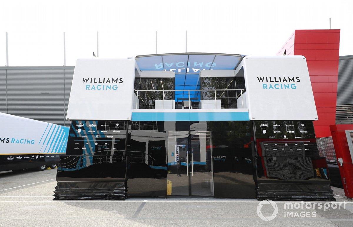 El motorhome de Williams en el paddock