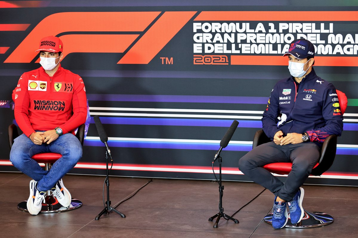Carlos Sainz Jr., Ferrari y Sergio Pérez, Red Bull Racing en la rueda de prensa