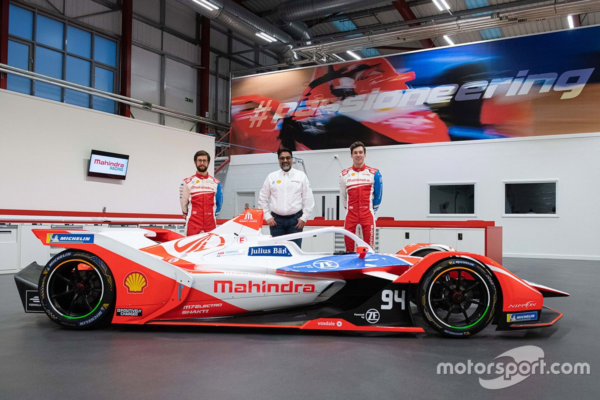 Alexander Sims, Alex Lynn, Dilbagh Gill, CEO and Team Principal, Mahindra Racing with the Mahindra M7Electro