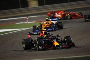 Alex Albon, Red Bull Racing RB16, Lando Norris, McLaren MCL35