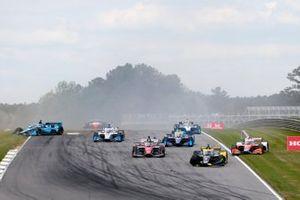 Colton Herta, Andretti Autosport Honda, Rinus VeeKay, Ed Carpenter Racing Chevrolet, James Hinchcliffe, Andretti Steinbrenner Autosport Honda, crash