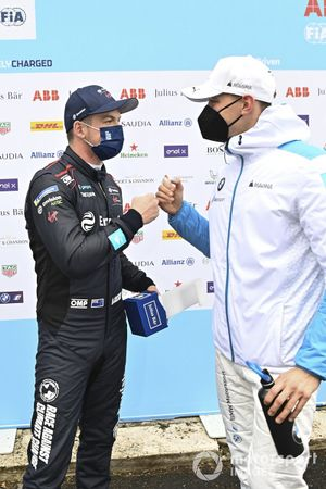 Pole man Nick Cassidy, Envision Virgin Racing, is congratulated by Maximilian Gunther, BMW i Andretti Motorsport