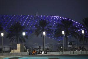 Carlos Sainz Jr., McLaren MCL35, Pierre Gasly, AlphaTauri AT01