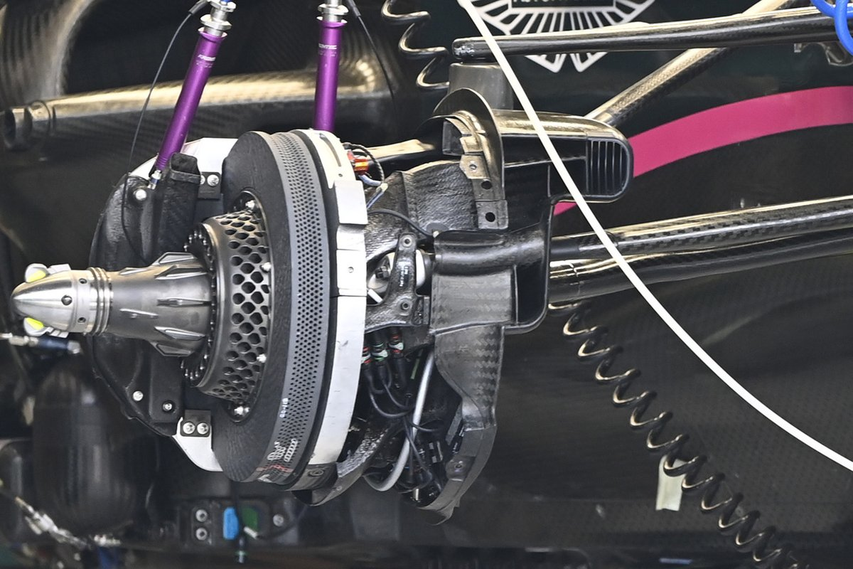 Detalle del disco de freno del Aston Martin AMR21