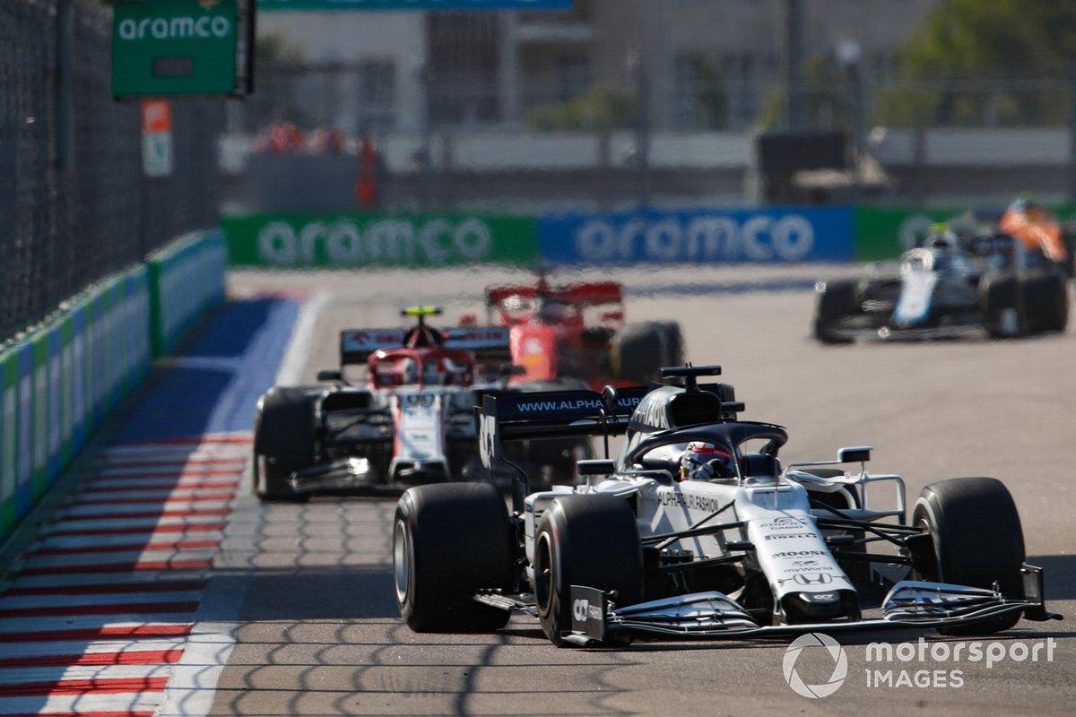 Daniil Kvyat, AlphaTauri AT01, Antonio Giovinazzi, Alfa Romeo Racing C39, Sebastian Vettel, Ferrari SF1000