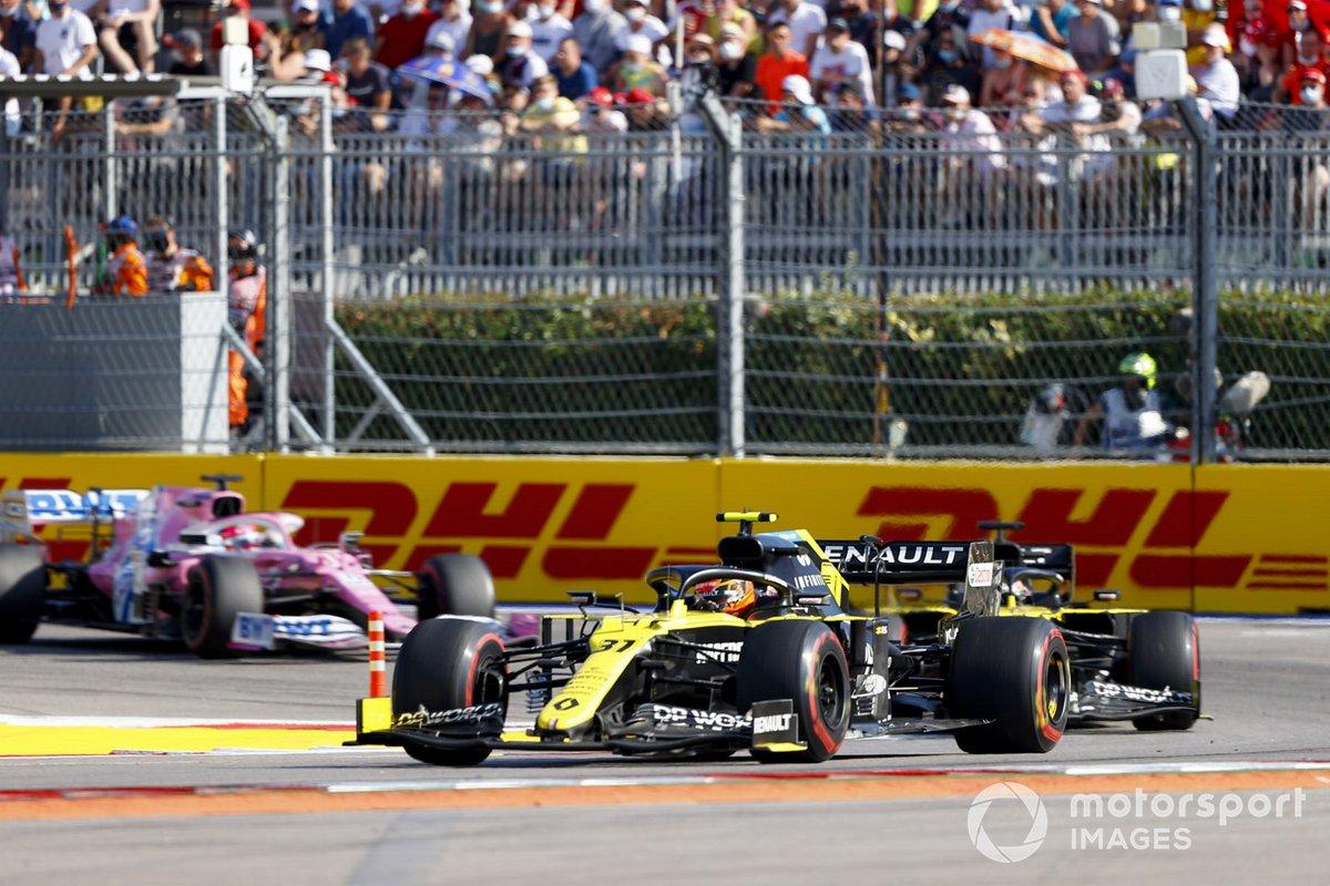 Esteban Ocon, Renault F1 Team R.S.20, Daniel Ricciardo, Renault F1 Team R.S.20, Sergio Pérez, Racing Point RP20