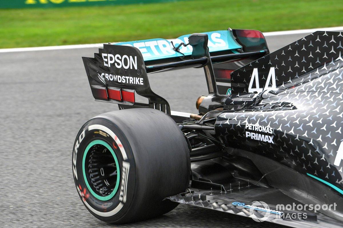 El alerón trasero del monoplaza de Lewis Hamilton, Mercedes F1 W11