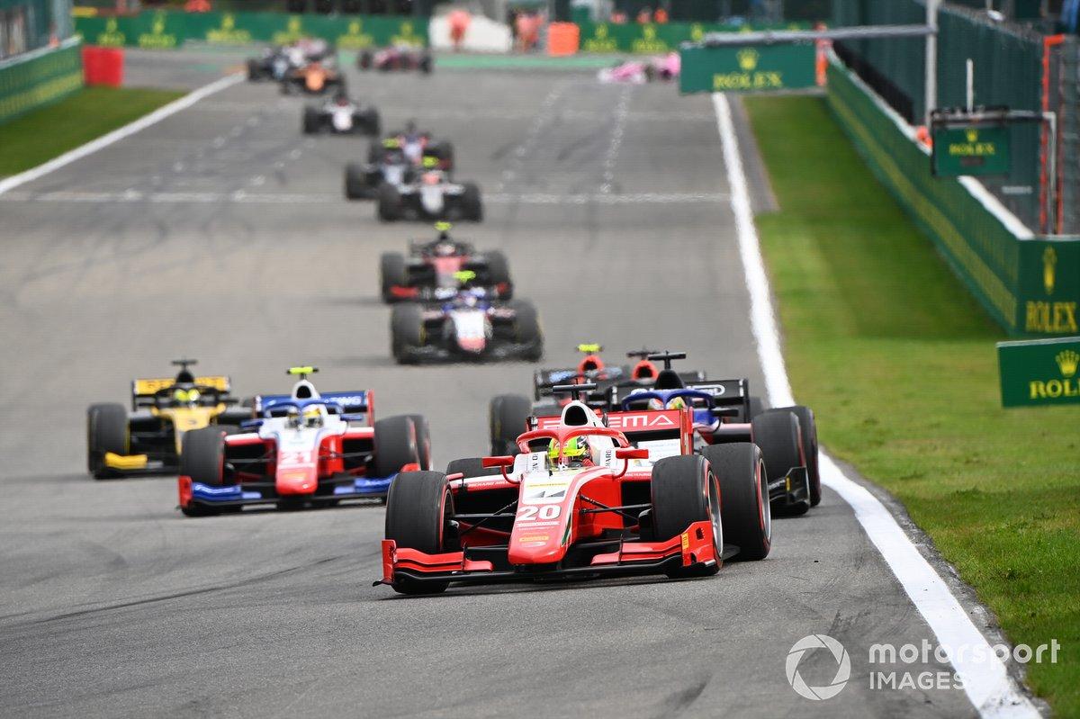 Mick Schumacher, Prema Racing, precede Pedro Piquet, Charouz Racing System, e Robert Shwartzman, Prema Racing