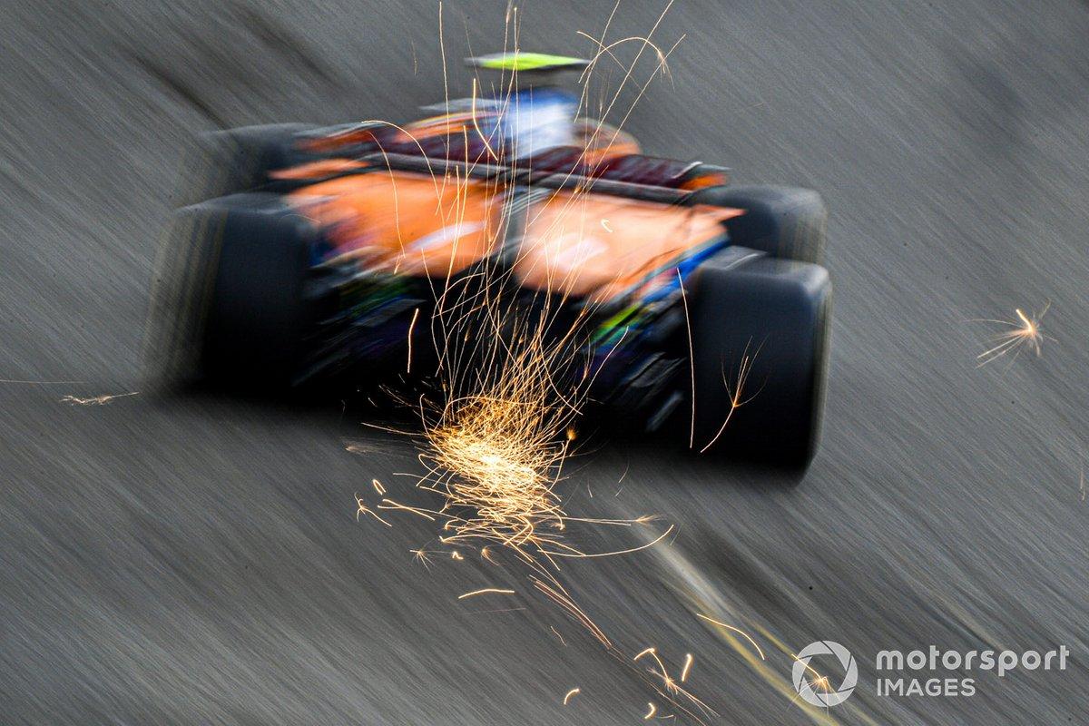 Lando Norris, McLaren MCL35 sacando chispas