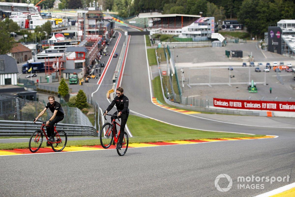 Ромен Грожан, Haas F1, поездка по трассе на велосипеде