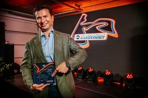 Jeroen van Glabbeek, CEO of CM.com, holding a present to celebrate the Grade 1 circuit licence of CM.com Circuit Zandvoort