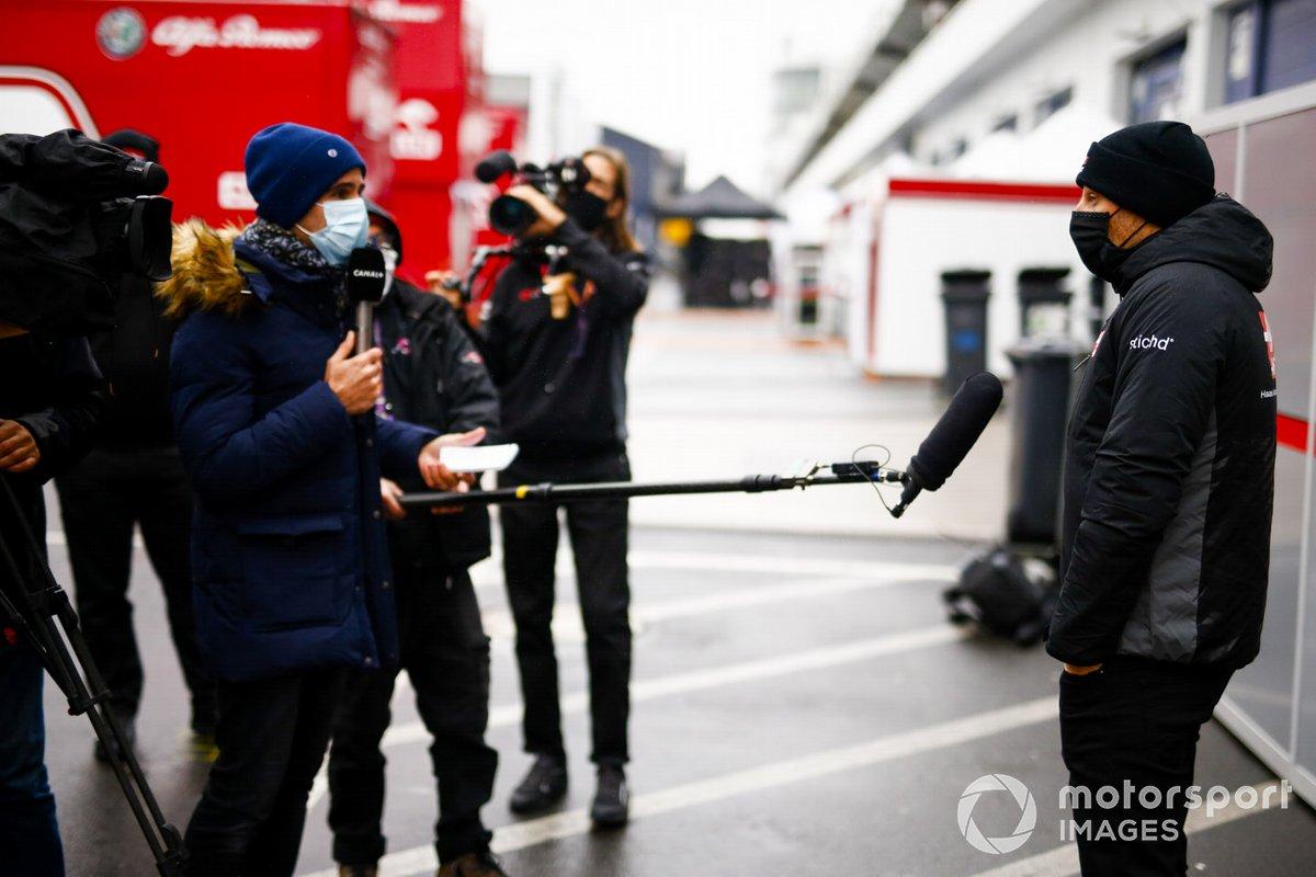 Ромен Грожан, Haas F1, в паддоке