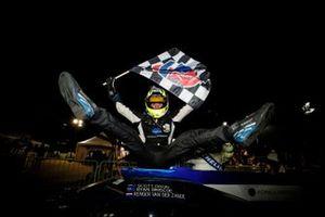 Il vincitore #10 Konica Minolta Cadillac DPi-V.R. Cadillac DPi, DPi: Renger Van Der Zande