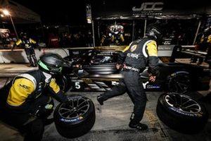 #5 Mustang Sampling Racing / JDC-Miller MotorSports Cadillac DPi, DPi: Sebastien Bourdais, Loic Duval, Tristan Vautier, pit stop