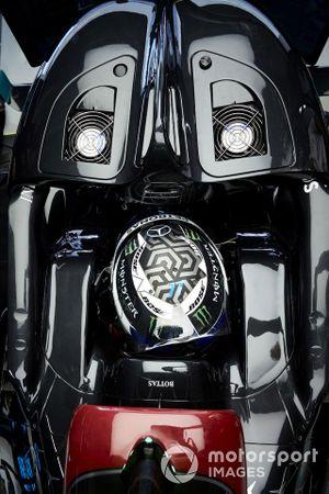 Valtteri Bottas, Mercedes-AMG F1, in his cockpit