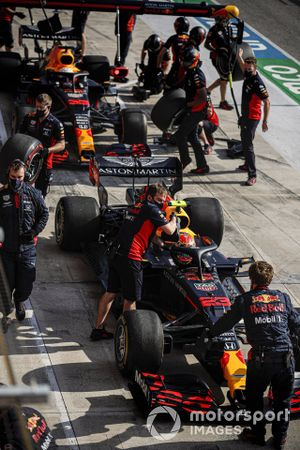Alex Albon, Red Bull Racing RB16, en Max Verstappen, Red Bull Racing RB16
