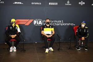 Esteban Ocon, Renault F1, Alan Permane, Director Deportivo, Renault Sport F1 Team, y Daniel Ricciardo, Renault F1, en la conferencia de prensa
