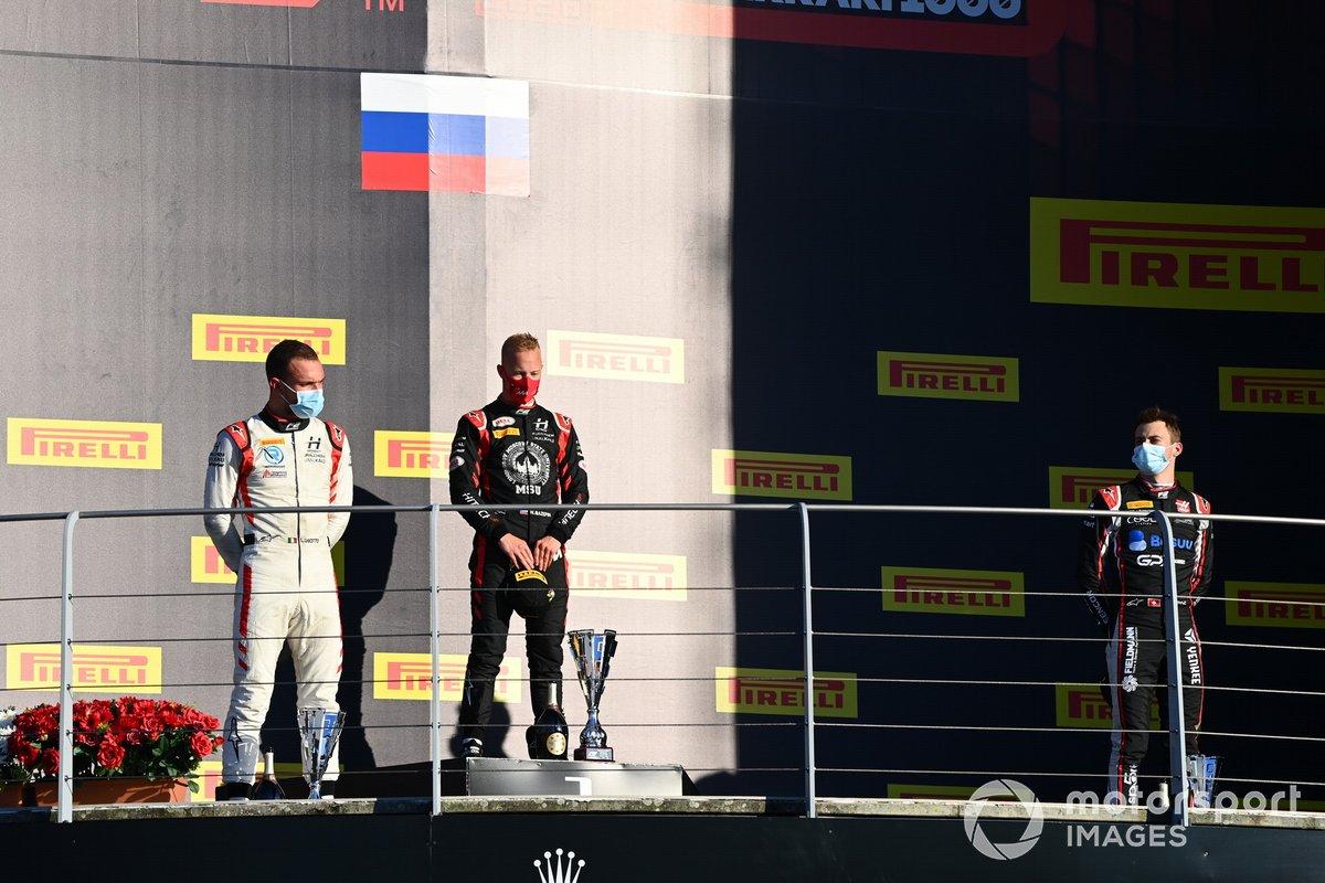 Podio: ganador Nikita Mazepin, Hitech Grand Prix, segundo lugar Luca Ghiotto, Hitech Grand Prix, y tercer lugar Louis Deletraz, Charouz Racing System