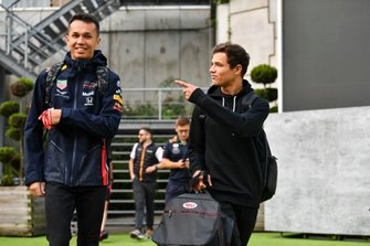 Alexander Albon, Red Bull, e Lando Norris, McLaren