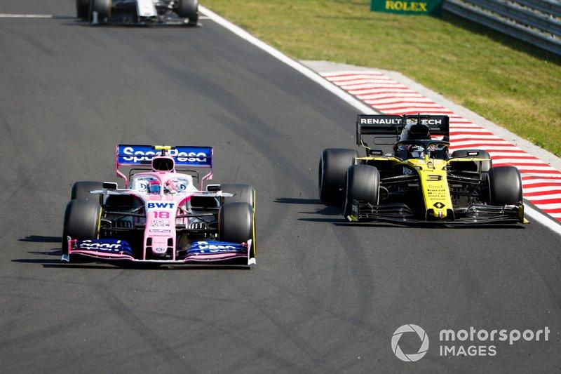 Lance Stroll, Racing Point RP19, precede Daniel Ricciardo, Renault F1 Team R.S.19