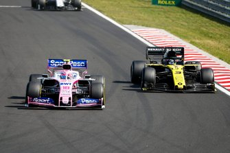 Lance Stroll, Racing Point RP19, leads Daniel Ricciardo, Renault F1 Team R.S.19
