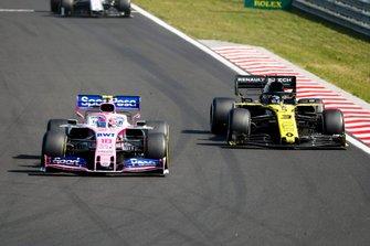 Lance Stroll, Racing Point RP19, leads Daniel Ricciardo, Renault F1 Team R.S.19