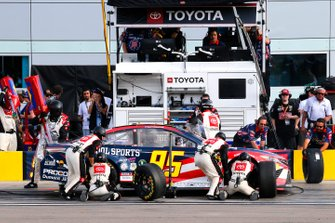 Matt DiBenedetto, Leavine Family Racing, Toyota Camry Barstool Sports pit stop