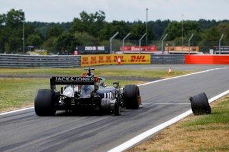 Tyre of Romain Grosjean, Haas F1 Team VF-19 leaves his car