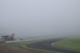 濃霧のため中断を繰り返したSUGOテスト初日午前
