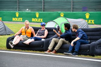 Fans on the start/finish straight with Karun Chandhok, Sky TV and Anthony Davidson, Sky TV