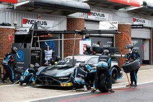 Pit stop, Daniel Juncadella, R-Motorsport, Aston Martin Vantage AMR