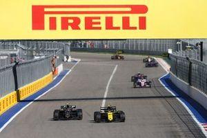 Kevin Magnussen, Haas F1 Team VF-19, battles with Nico Hulkenberg, Renault F1 Team R.S. 19
