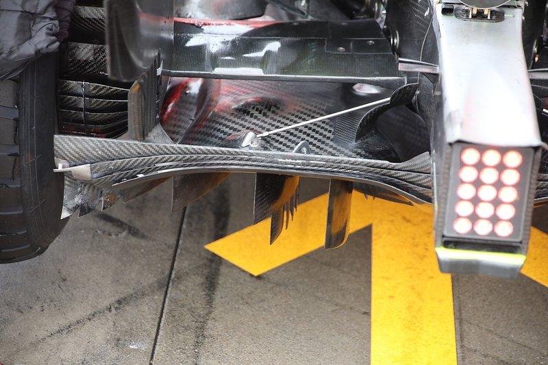 Mercedes W10: Diffusor