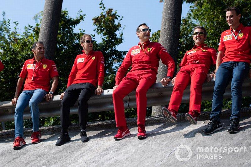 Sebastian Vettel, Ferrari seduto sul guardrail di Monza