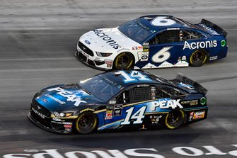 Clint Bowyer, Stewart-Haas Racing, Ford Mustang Peak Lighting and Ryan Newman, Roush Fenway Racing, Ford Mustang Acronis