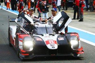Les vainqueurs #8 Toyota Gazoo Racing Toyota TS050 - Hybrid: Sébastien Buemi, Kazuki Nakajima, Brendon Hartley
