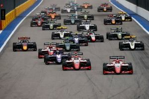 Marcus Armstrong, PREMA Racing, leads Robert Shwartzman, PREMA Racing, Niko Kari, Trident and the rest of the pack