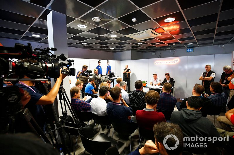 Zak Brown, Executive Director, McLaren, e Toto Wolff, Executive Director (Business), Mercedes AMG