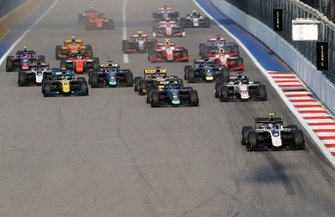 Nyck De Vries, ART Grand Prix, Nicholas Latifi, Dams, Callum Ilott, Sauber Junior Team by Charouz lead the race