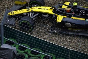 Nico Hulkenberg, Renault F1 Team R.S. 19, crashes out of the race