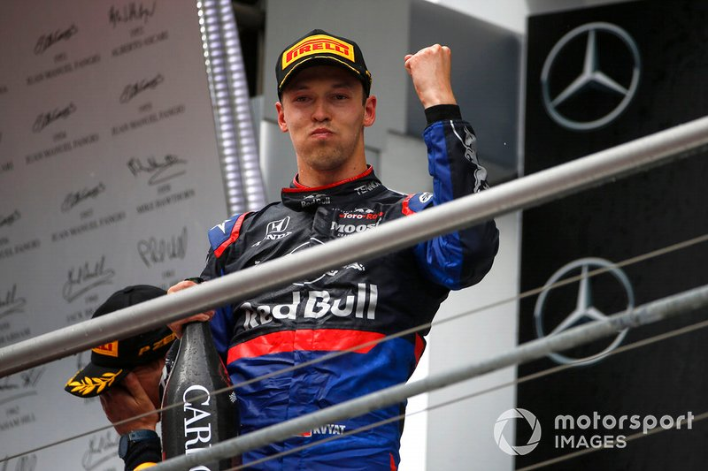 Daniil Kvyat passa por um momento de ressurreição na F1. O piloto foi tirado da aposentadoria precoce e voltou para a Toro Rosso neste ano. Seu contrato expira em 2019, mas seu nome pode ter crescido no mercado após o pódio na Alemanha, o segundo da história da equipe.