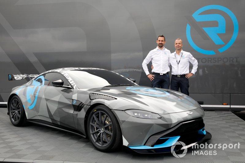 Dr. Florian Kamelger, Dr, Andreas Baenziger, R-Motorsport presenteren de Aston Martin Vantage Cup