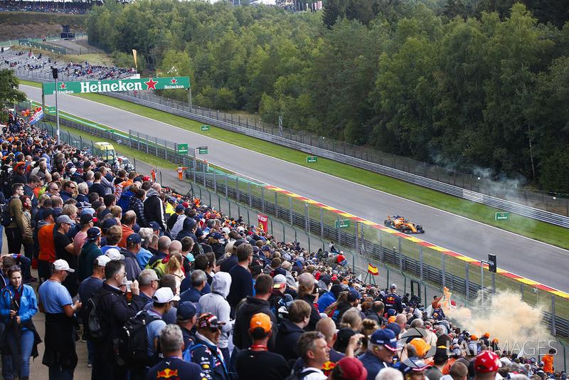 Fernando Alonso, McLaren MCL33, passes a bank of spectators