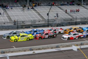 Ryan Blaney, Team Penske, Ford Mustang Menards/Richmond, Justin Allgaier, JR Motorsports, Chevrolet Camaro Dove Men + Care lead the field at the start