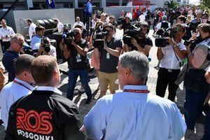 Chase Carey, directeur exécutif du Formula One Group et Dmitry Kozak, vice premier ministre de la Fédération de Russie