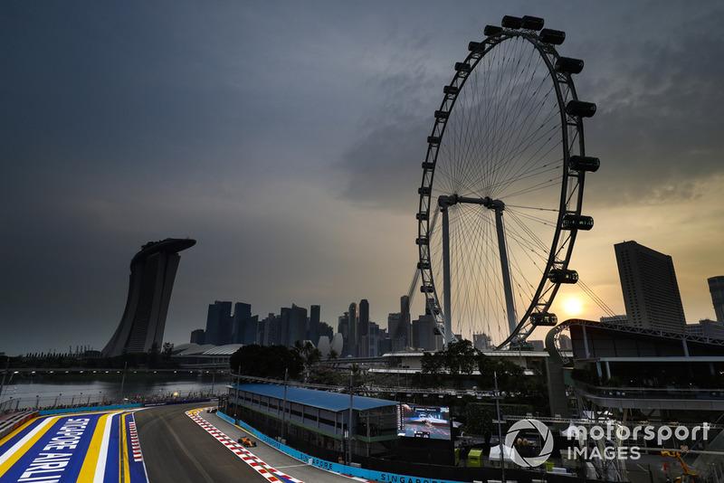 Fernando Alonso, McLaren MCL33, heads into the pit lane