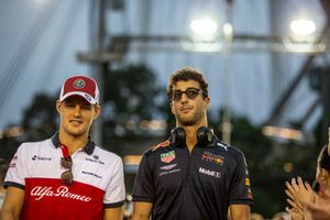 Marcus Ericsson, Sauber and Daniel Ricciardo, Red Bull Racing on the drivers parade