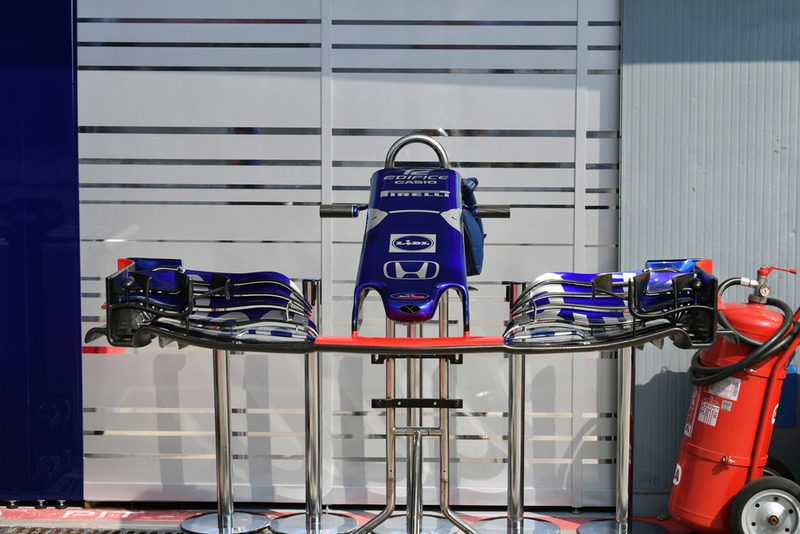 Scuderia Toro Rosso STR13 nose and front wing